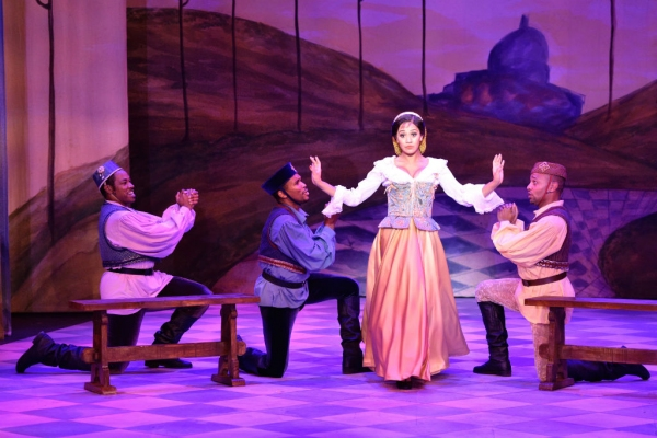 Photo Flash: First Look at Wayne Brady, Merle Dandridge and More in Pasadena Playhouse's KISS ME, KATE