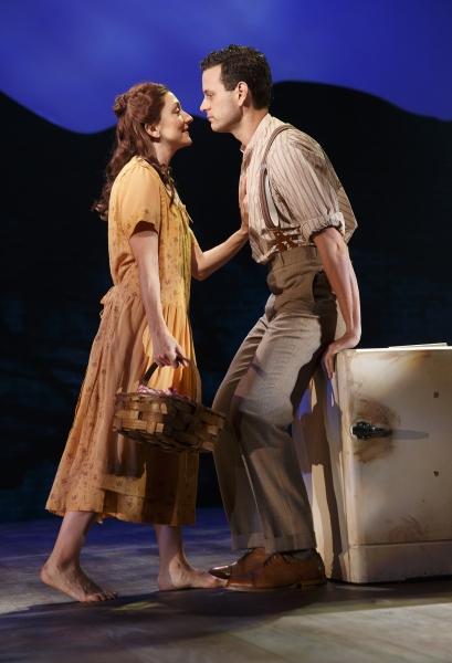 Carmen Cusack as Alice Murphy and Wayne Alan Wilcox as Jimmy Ray Dobbs