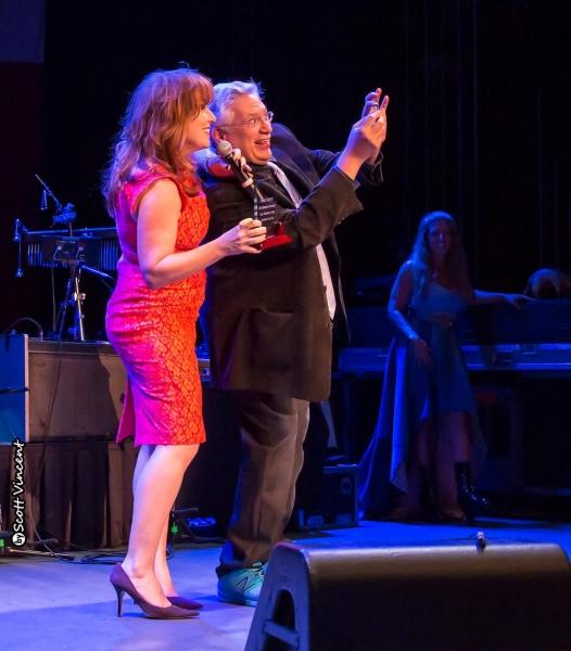 Willie Nelson, Debbie Gravitte