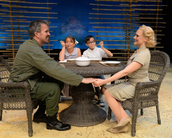 George Dvorsky (as Emile deBecque) and Haley Swindal  (as Nellie Forbush)with the children : Kyle Arzaga(as Jerome) and Isabella D''Erasmo (as Ngana)