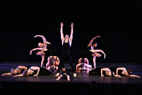 Paul Taylor Dance Company. Photo by Daniel Roberts.
