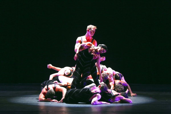 Paul Taylor Dance Company. Photo by Daniel Roberts.