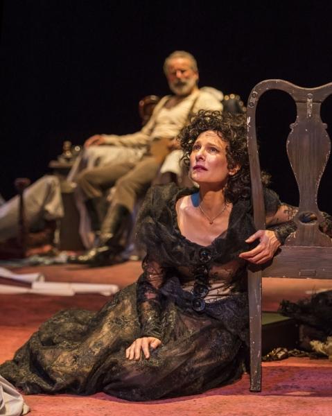 Susan Angelo as Alice (Geoff Elliott as Edgar in background) Photo
