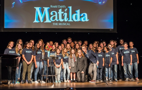 Center: Former Broadway MATILDA Bailey Ryon (red tie), composer/lyricist Tim Minchin and event host Barrett Foa pose with a chorus from the Colburn Community School of Performing Arts