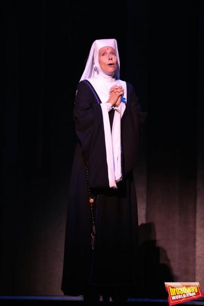 Àngels Gonyalons interpreta a la Madre Superiora
