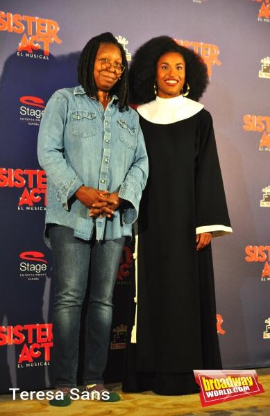 Whoopi Goldberg y Mireia Mambo Bokele Photo