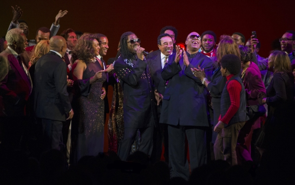Mary Wilson, Elijah Ahmad Lewis, Smokey Robinson, Stevie Wonder & Cast