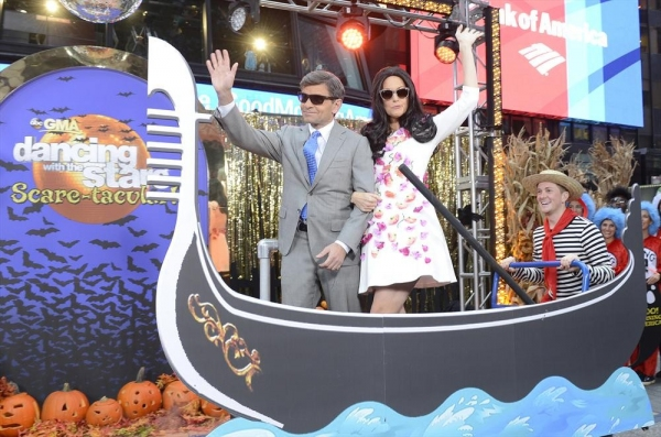 GOOD MORNING AMERICA - It is Halloween morning in Times Square and anything can happen -  on GOOD MORNING AMERICA, 10/31/14, airing on the ABC Television Network.   (ABC/Ida Mae Astute) GEORGE STEPHANOPOULOS (AS GEORGE CLOONEY), ALI WENTWORTH