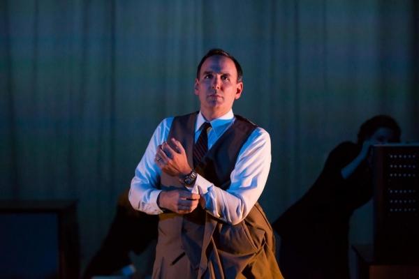 Erik Lochtefeld (Raymond Scott)