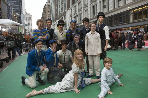 Photo flash peter pan live cast performs on macy s thanksgiving day