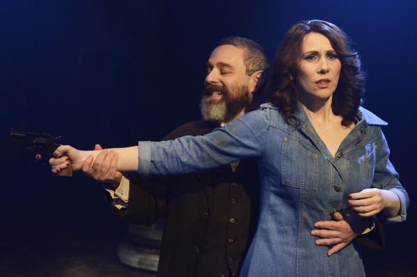 Andy Nyman (Charles Guiteau) and Catherine Tate (Sara Jane Moore) Photo