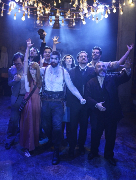 Background: Harry Morrison (John Hinckley), David Roberts (Leon Czolgosz), Mike McShane (Samuel Byck), Catherine Tate (Sara Jane Moore), Stewart Clarke (Giuseppe Zangara); Foreground: Carly Bawden (Lynette 'Squeaky' Fromme), Simon Lipkin (Pro