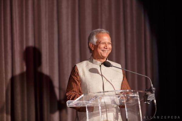 Nobel Laureate Professor Muhammad Yunus was all smiles introducing his friend, and fellow Sing for Hope Board Member, Renee Fleming.