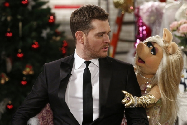 MICHAEL BUBLE'S CHRISTMAS IN NEW YORK -- Pictured: (l-r) Michael Buble, Miss Piggy -- (Photo by: Peter Kramer/NBC)
