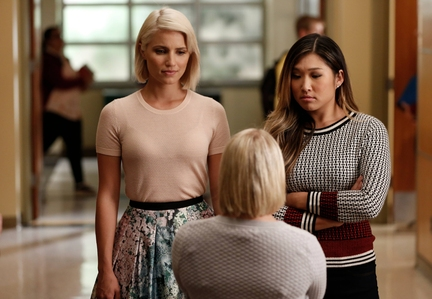 Dianna Agron, L) and Tina (Jenna Ushkowitz, R) confront Becky (Lauren Potter