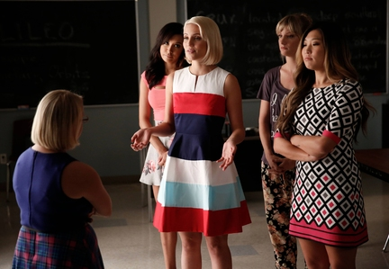 (Lauren Potter) is confronted by Santana (Naya Rivera), Quinn (Dianna Agron), Brittany (Heather Morris) and Tina (Jenna Ushkowitz
