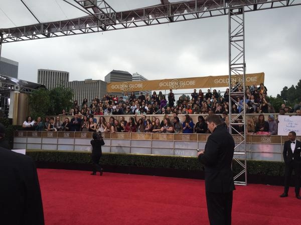 Photo Flash: ENTOURAGE Shoots Last-Minute Footage on Golden Globes Red Carpet