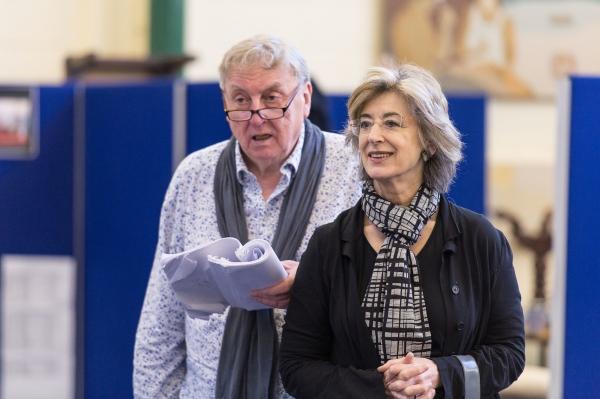Desmond Barrit, Maureen Lipman