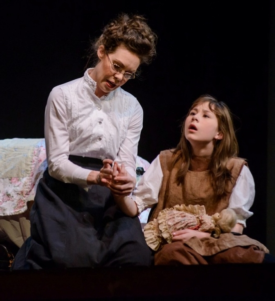 Jennie Eisenhower as Annie Sullivan and Lexi Gwynn as Helen Keller