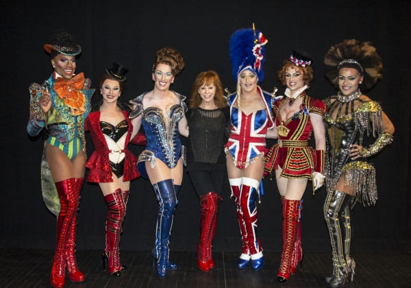 Reba McEntire with the Angels  Photo