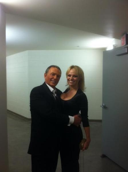 Bob Anderson as Frank Sinatra and Pamela Anderson backstage