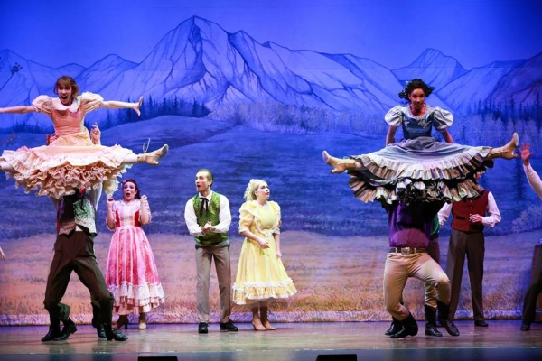Corinne Munsch (Sarah), Danielle Barnes (Ruth) and the cast of SEVEN BRIDES FOR SEVEN BROTHERS