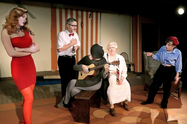 Music hath charms... (Autumn Woods, Dennis Porsnuk, Cheryl Tanner, Judith Malernee, Brendis O'Sullivan)