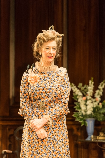 Maureen Lipman as Veta Louise Simmons