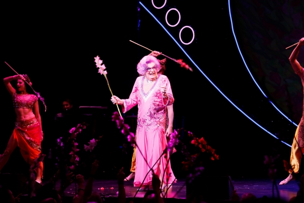 Barry Humphries Photo