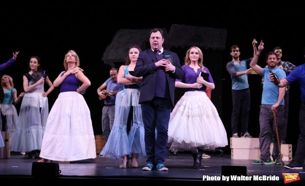 Brooks Ashmanskas and the cast