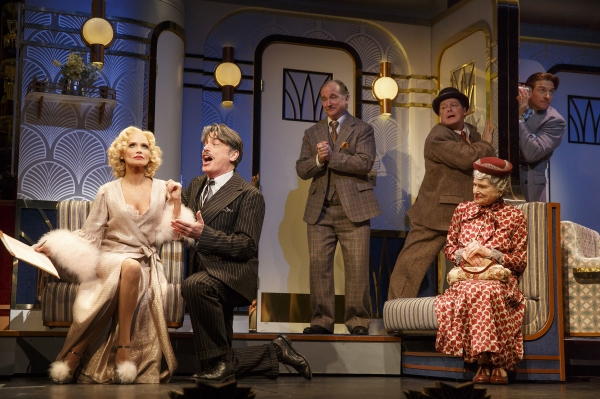 Kristin Chenoweth (Lily Garland), Peter Gallagher (Oscar Jaffee), Mark Linn-Baker (Oliver Webb), Michael McGrath (Owen O'Malley), Mary Louise Wilson (Letitia Peabody Primrose) and Andy Karl (Bruce Granit)