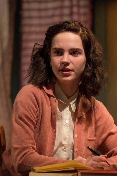 Sophie Thatcher (Anne Frank)
