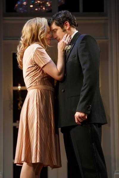 Elisabeth Moss and Jason Biggs