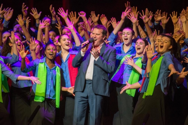 Douglas Hodge sings 'If We Never Love' with YPC