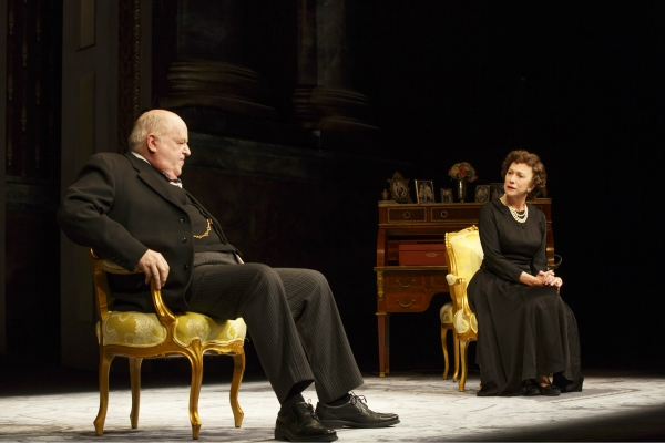 Dakin Matthews (Winston Churchill) and Helen Mirren (Queen Elizabeth II)