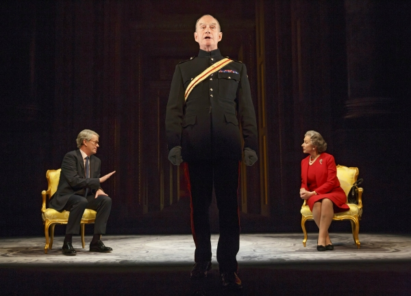 Dylan Baker (John Major), Geoffrey Beevers (Equerry) and Helen Mirren (Queen Elizabeth II)