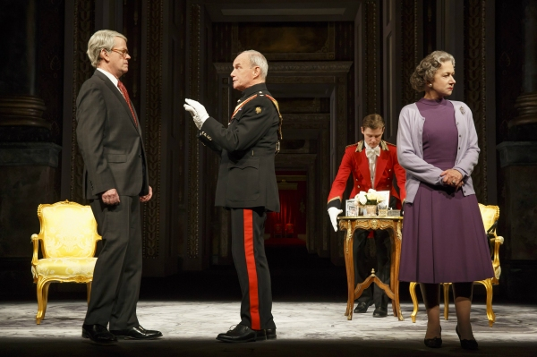 Dylan Baker (John Major), Geoffrey Beevers (Equerry), Jason Loughlin (Footman) and Helen Mirren (Queen Elizabeth II)