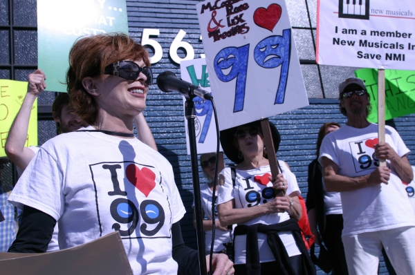 Frances Fisher speaks at Pro-99 rally in front of Actors' Equity offices