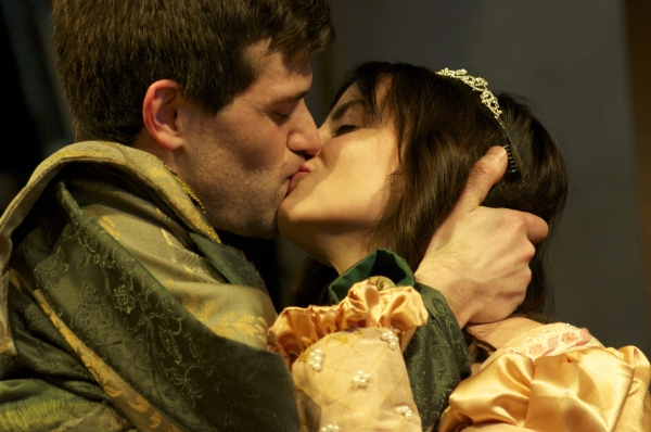 antonio and bassanio Aoife o'driscoll wwwaoifesnotescom page 3 but see you at my death' if bassanio will come to see him one last time, antonio will not.