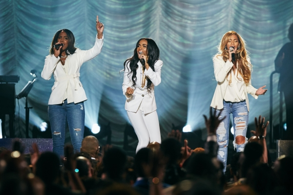 Michelle Williams sings ''Say Yes'', joined by Kelly Rowland and Beyonce