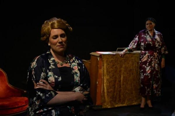 Anna Kirkland as Elisabeth Schwarzkopf with Kim Rogers as Kirsten Flagstad