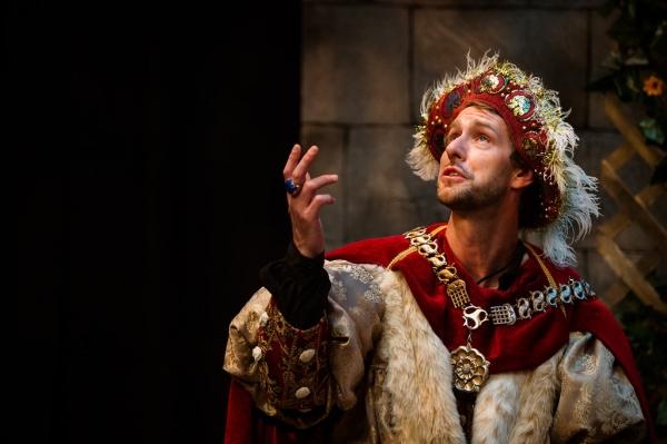 Sun King Davis, as King Henry VIII Photo
