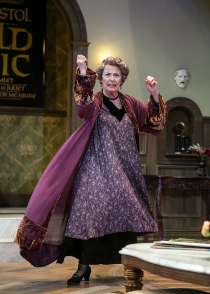 Fanny Cavendish (Elizabeth Shepherd) reminisces about her time in the theatre and what it means to be an actress.