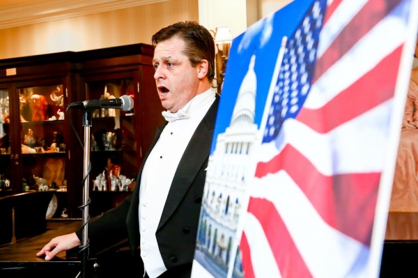 Photo Flash: Tenor Anthony Kearns Pays Tribute to Veterans at Capitol Hill Club