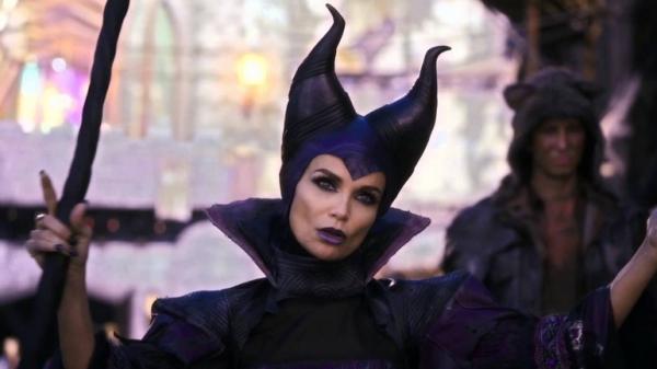 Photo Flash A Devilish Kristin Chenoweth Featured In