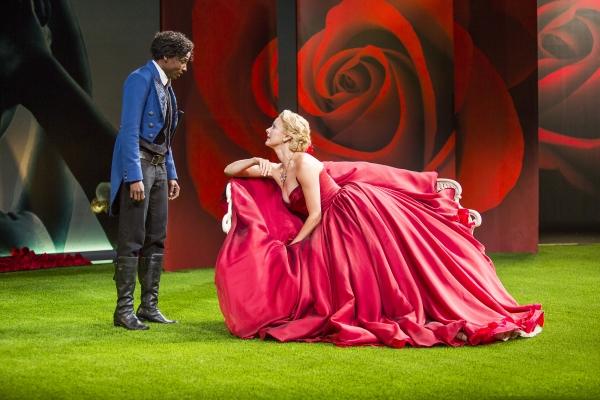 Rutina Wesley as Viola and Sara Topham as Olivia