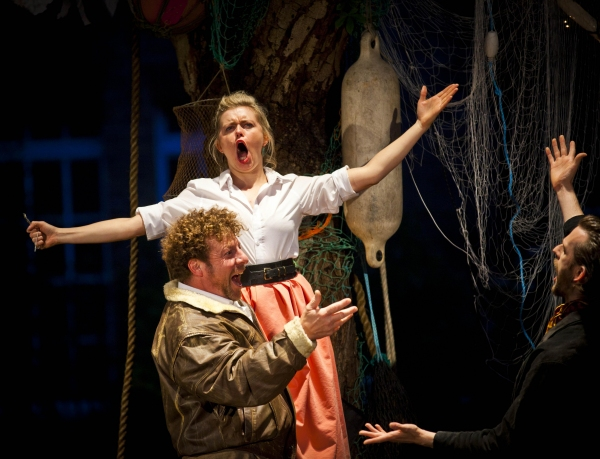 Sir Toby (Robert Maskell), Maria (Anne-Marie Piazza), Feste (Nick Howard-Brown)