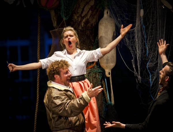 Sir Toby (Robert Maskell), Maria (Anne-Marie Piazza), Feste (Nick Howard-Brown)