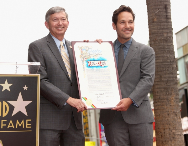 President and CEO of Hollywood Chamber of Commerce, Leron Gubler honors actor Paul Rudd