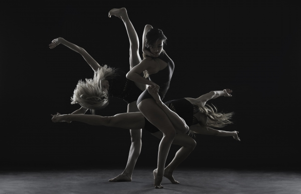 Oniin Dance Company (Photo by Anton Martynov)